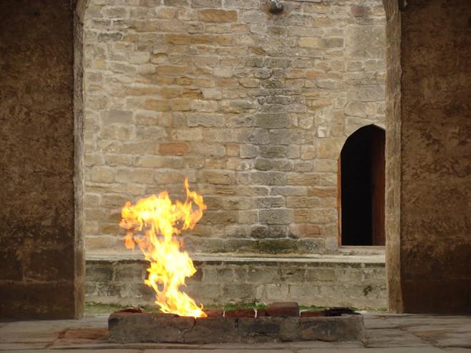 Giải mã ngọn lửa cháy sáng hàng nghìn năm