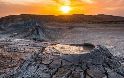 Du lịch Azerbaijan – Hàng trăm núi lửa bùn kỳ lạ phun trào